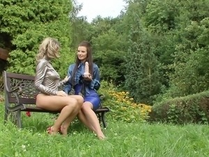 outdoor sex couples video