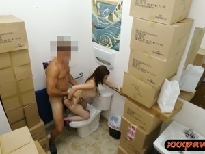 a girl shits on toilet porn