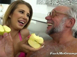 young pussy facesitting old man tubes