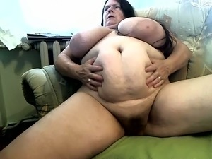 making mature mom suck dick