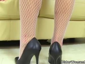 mature fishnet stockings galleries