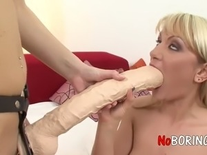 older lesbian seduces young girls