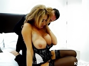 huge boobs tubes vids