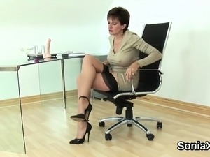 Adulterous british milf lady sonia flaunts her huge puppies1
