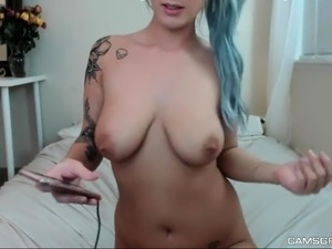 Fist fuck fetish babe plays with big toys during hot solo