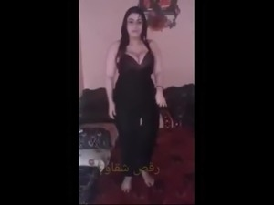 arab young girls dancing